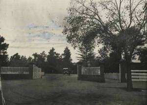 A man by his car inside the main gates at Eastern Park, 1917